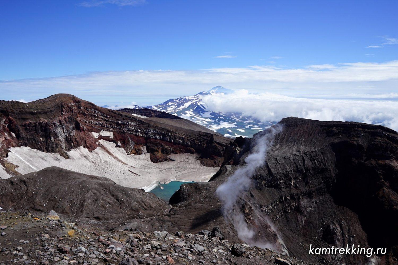Туры на Камчатку, озеро в кратере Горелого вулкана