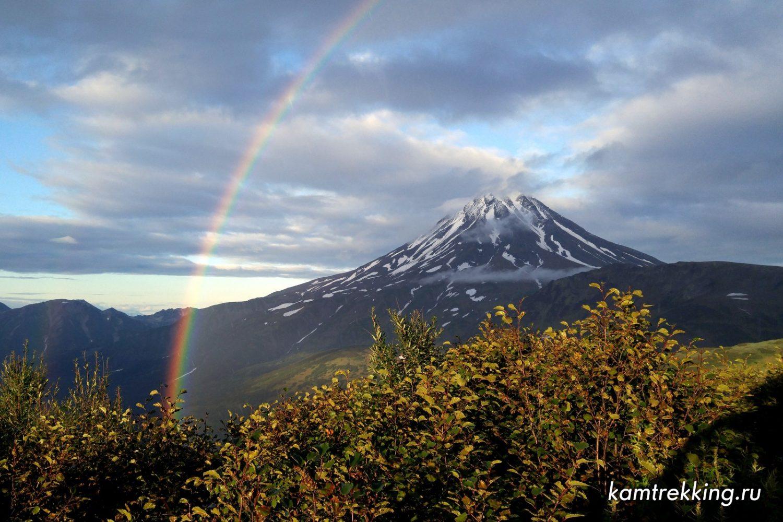 Туры на Камчатку, радуга на вулкане