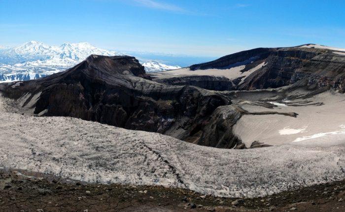 зимние туры камчатка, кратер вулкана Горелый